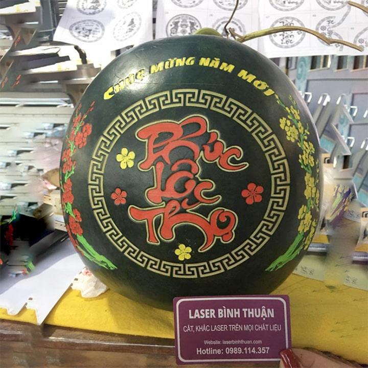 Dưa hấu tết Khắc laser tại Phan Thiết, Bình Thuận